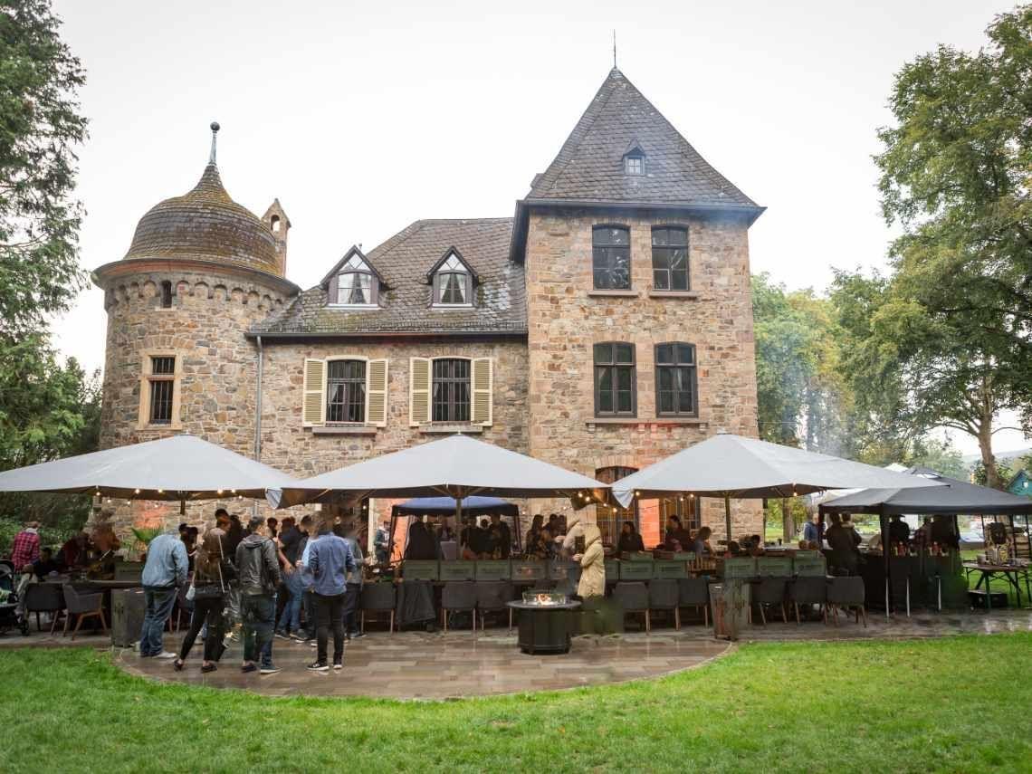 Brainbits feierte 20-jähriges Firmenjubiläum auf Burg Datten