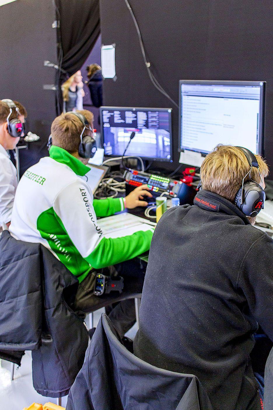 DTM, Schaeffler und Riedel zeigen die Zukunft des Rennsports mit einem remote gesteuerten E-Rennwagen
