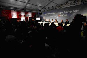 dlp-motive stellte die Veranstaltungstechnik für die Ausstellung der ´UEFA Champions League Trophy Tour 2009 presented by UniCredit`