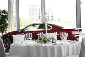 BMW International Golf Cup 2012 – Party Rent verwandelt Autohaus in Genusspalast