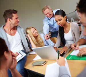 Eventmanagement lernen mit Weiterbildungen für Einsteiger und künftige Profis