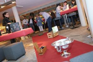 XING - Köln Bürogolf-Turnier im Dorint Hotel - Kommunikation zwischen Hotelbetten und Aktenordnern