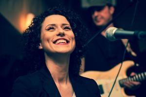 hillentertainment Künstlerin Lenny Pojarov startet mit ihrem Song