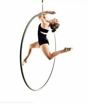 Nora Zoller auf der Young Stage International Circus Festival Basel 2014 zu sehen