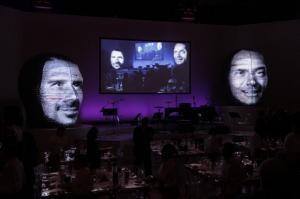 Swiss Re feiert Jubiläum mit ikonischen LED-Köpfen