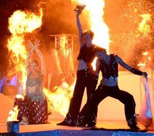 Feuer- und Lasershow mit Bolly-Dance