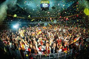 WM-Freiluftfernsehen: Feiern wie zu Hause