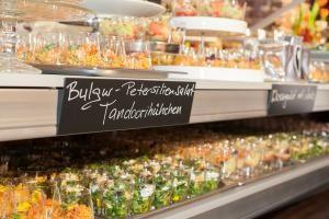 Exzellent in Form und Funktion: Kulinarische Inszenierungen von Kirberg Catering auf der imm 2015 in Köln.