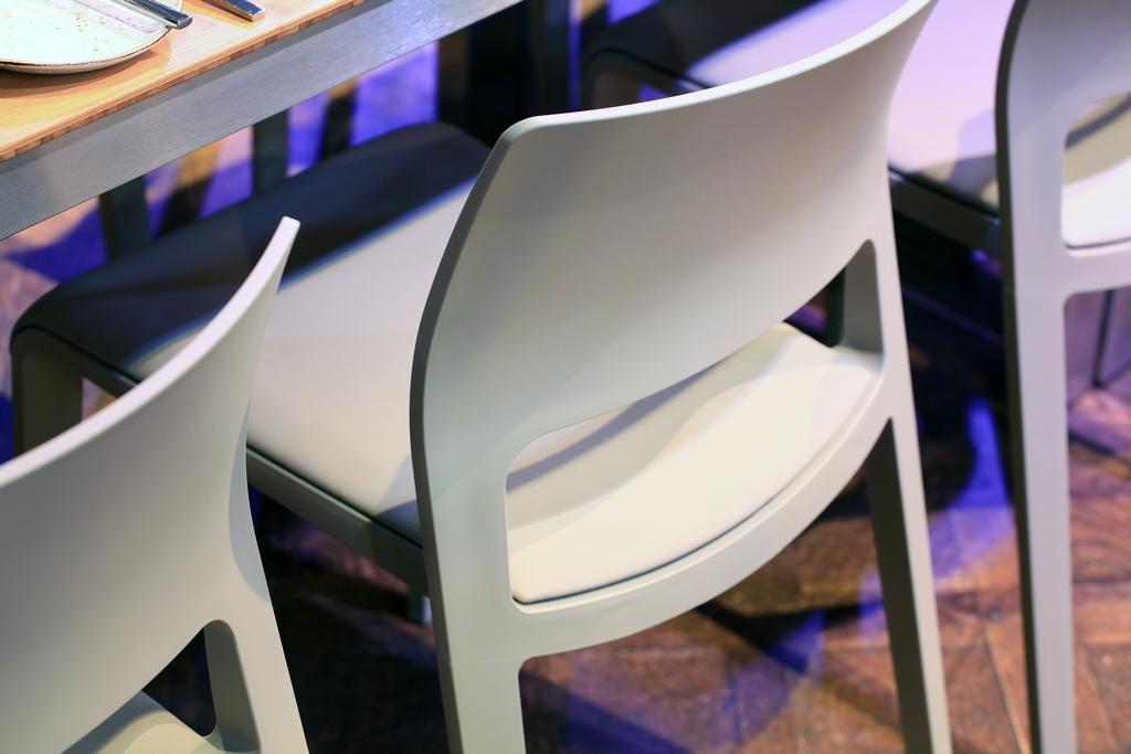 "Stuhl ""Juno"", Gewinner des Red Dot Design Awards"
