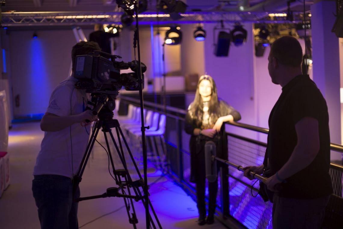 Azubis von Gahrens + Battermann und die fernsehwerft produzieren Unternehmensfilm