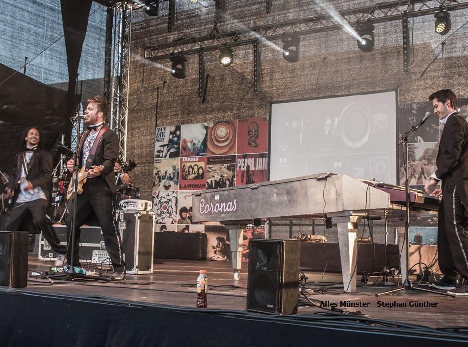 Stand-Up-Pop der BandDe Coronas auf dem Hafenfest in Münster