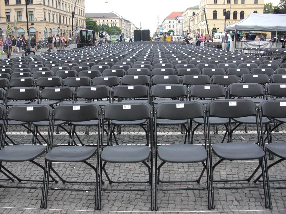 Konzertsaal unter freiem Himmel - eps lieferte für Klassik am Odeonsplatz wieder Bestuhlungen und Absperrsysteme