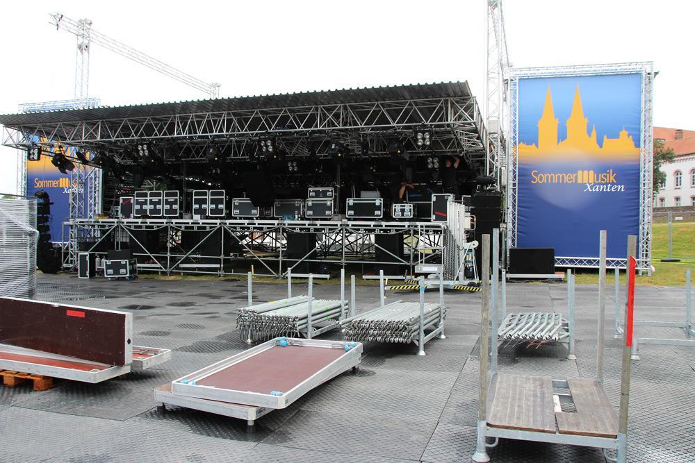 Infrastruktur für Sir Bob Geldof und Co. - Das Open Air Festival Sommermusik Xanten mietete eps-Bodenschutz und Absperrungen