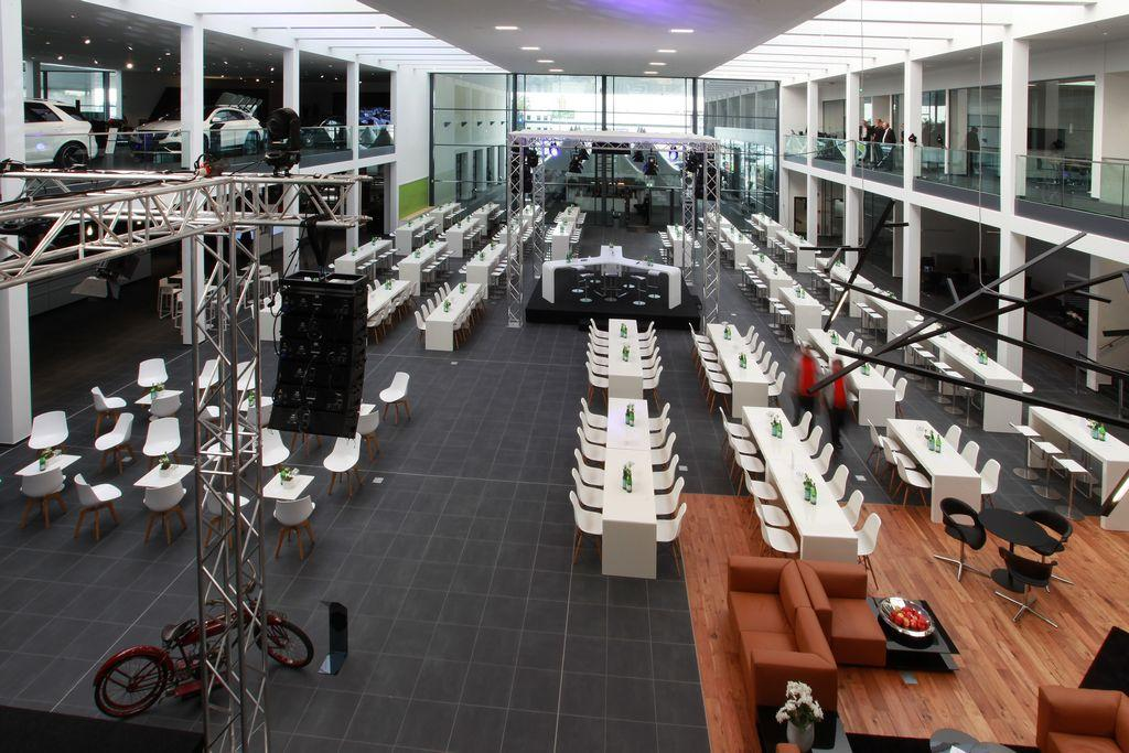 """Party Rent wirkt bei Umsetzung des Raumkonzeptes mit Neueröffnung vom """"Autohaus der Zukunft"""""""