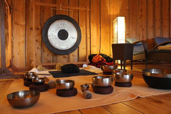 Klangmassage, Trommel und Pianomusik – in der Sauna