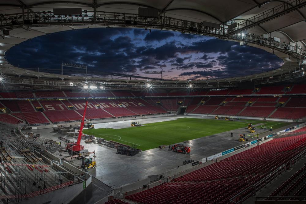 eps installiert Rasenschutzsysteme für Stars & Cars in der Mercedes-Benz Arena