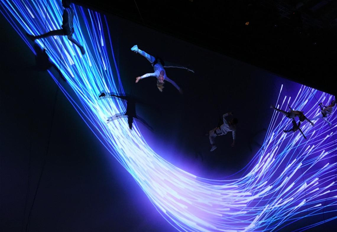 Vertical Vision Show setzt Cosmote wirkungsvoll in Szene