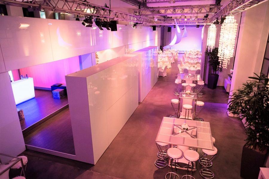1 Saal, 2 Ebenen, 6 Boxen, 6 Überraschungsmomente, 666m² für bis zu 400 Gäste.