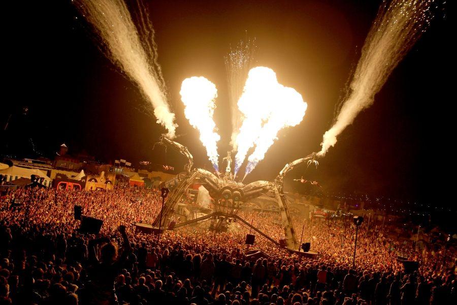 Sir Henry Hot – Feuer-Installationen & -Shows für Festivals