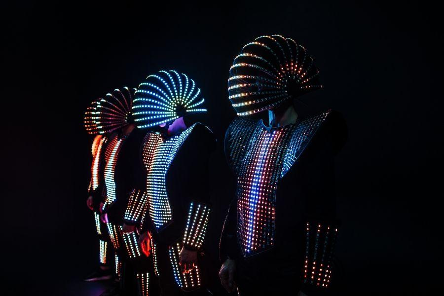 IMPACTORS –  Tanz mit innovativen Lichtkostümen