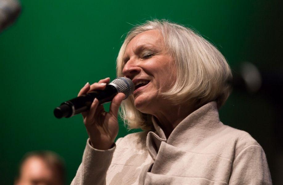 """Patricia Prawit liest aus """"Nachtgedanken"""" von Marlene Dietrich"""
