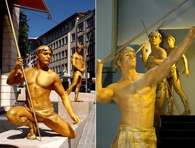 Adagioakrobatik/ lebende Goldstatuen