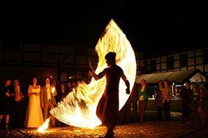 Feuershow der Radugas - Jonglagen und Zaubereien mit Feuer und Licht