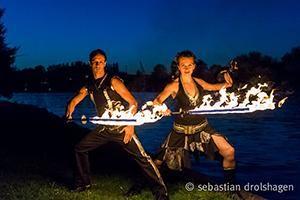 Flamba Feuershow - Lichtshow mit Artistik und Tanz