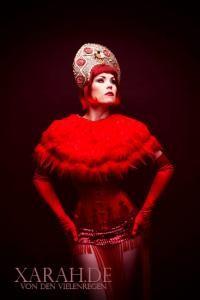 Xarah von den Vielenregen - renommierte Burlesque Künstlerin