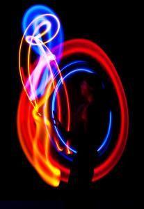 Licht, Musik, Jonglage - Christoph Rummel zeichnet faszinierende Lichtbilder