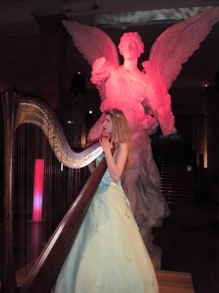 Simonetta, der Engel an der Harfe!