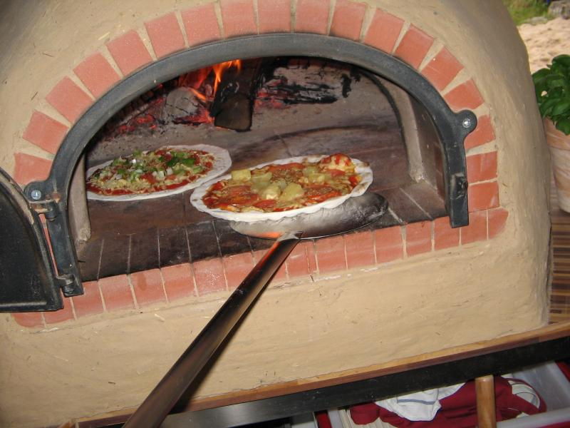 Mobile Holzofen-Pizza