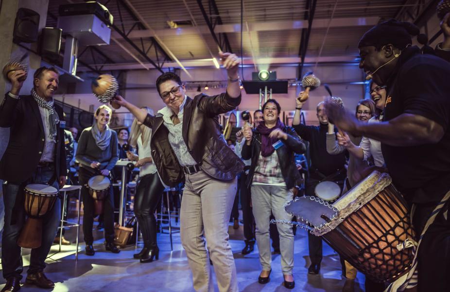 SynergyBeats® weckt Teamgeist durch besondere Musik- und Videoproduktionen