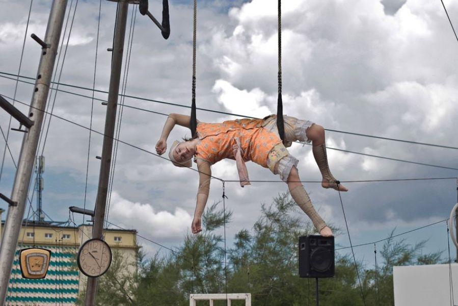 Narrativer Zirkus und Luftartistisches Theater im öffentlichen Raum